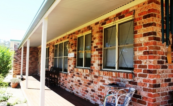 49 RUNNYMEDE DR INVERELL 010